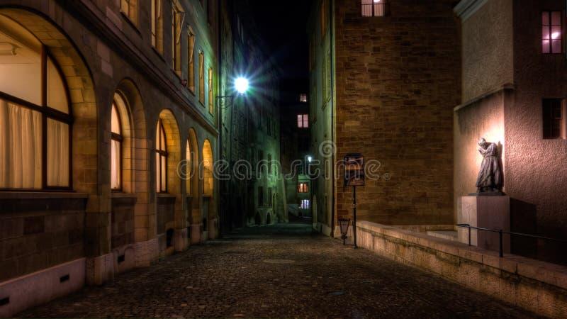Steet de Geneve na noite imagem de stock royalty free