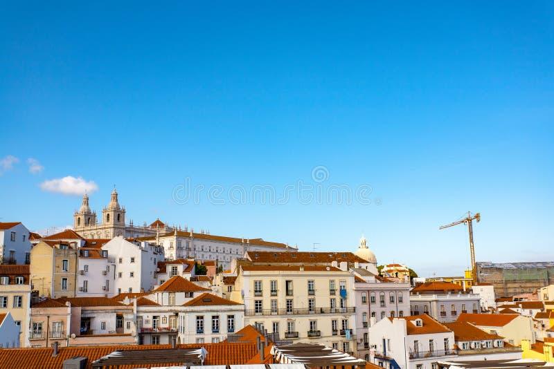 Steet velho de Lisboa Portugal Arco e escada Fachada das construções Chu fotografia de stock