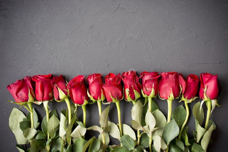 Steg röda ro Bukett av röda ro Moders dag, 8 marsch, kvinnas dag Valentindag, bröllopdag royaltyfri fotografi