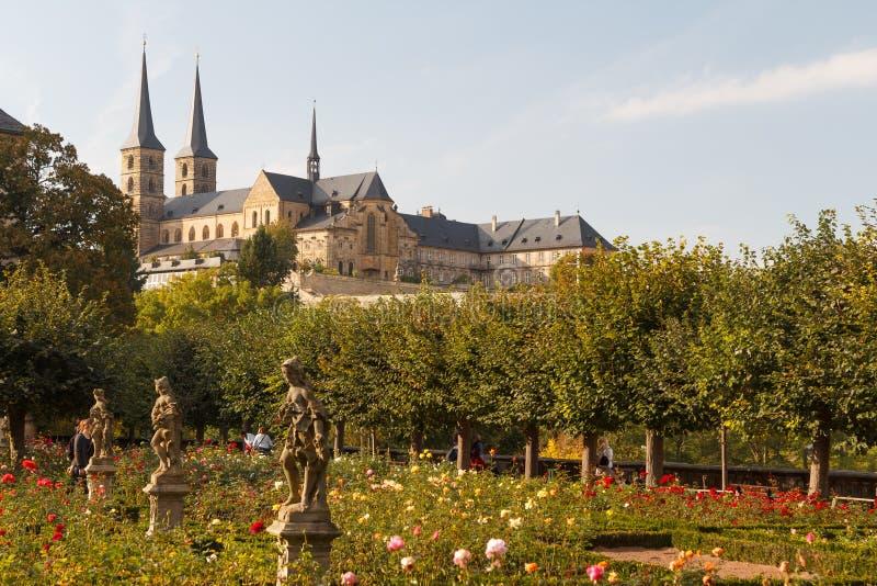 Steg trädgården i den gamla staden royaltyfria foton