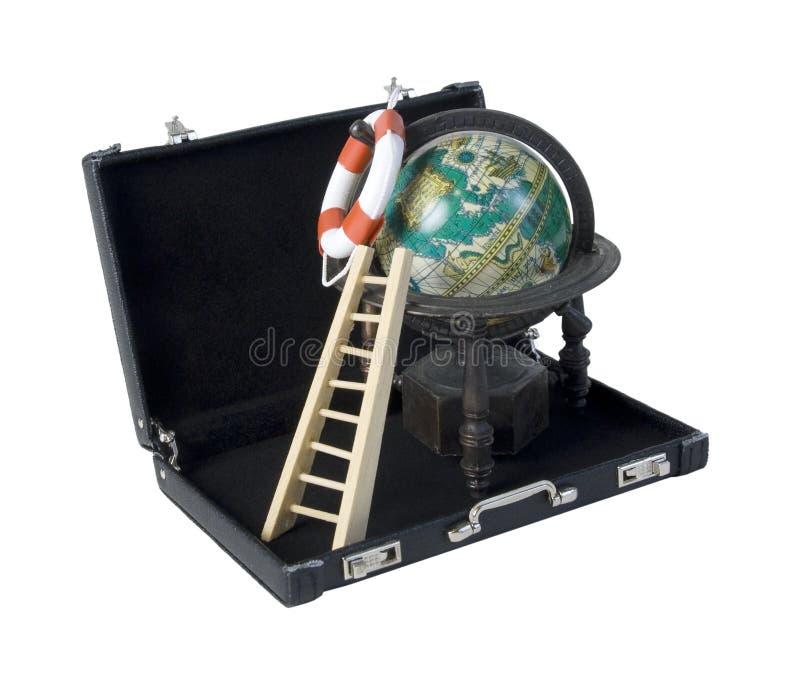 Stege med livpreserveren och tappningjordklotet i ett läder Briefc royaltyfri foto