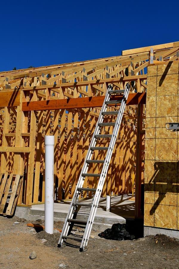 Stege på byggnad under konstruktion royaltyfri bild