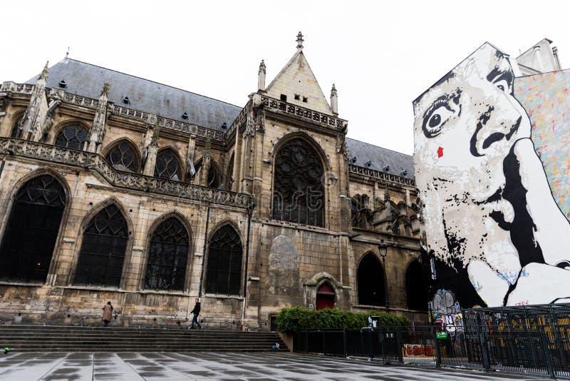 Stegvis gatorna av Paris royaltyfri bild