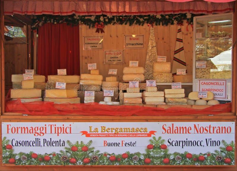 Stehen Sie mit vieler Art des Käses am Weihnachten stockfotografie