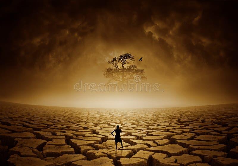Stehender Mann in einer Dürrenszene lizenzfreies stockbild