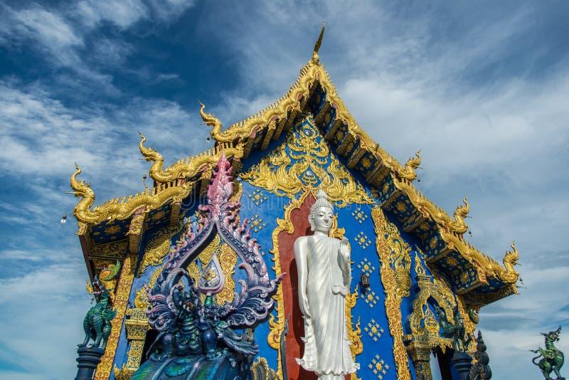 Stehender weißer Buddha lizenzfreies stockbild