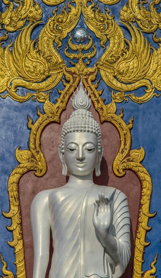 Stehender weißer Buddha stockfotos