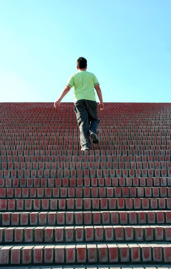 Steigen der Treppen stockfotos