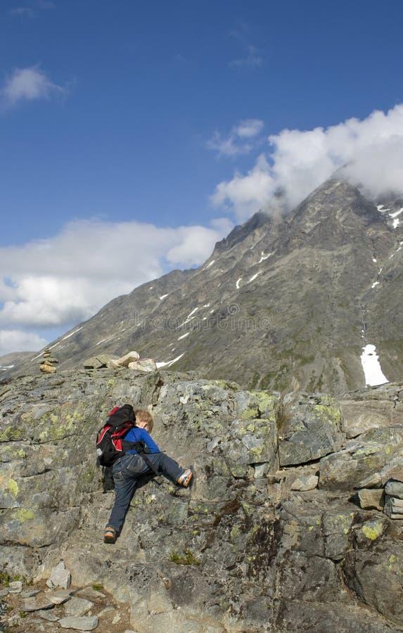 Steigen des Berges stockfotos