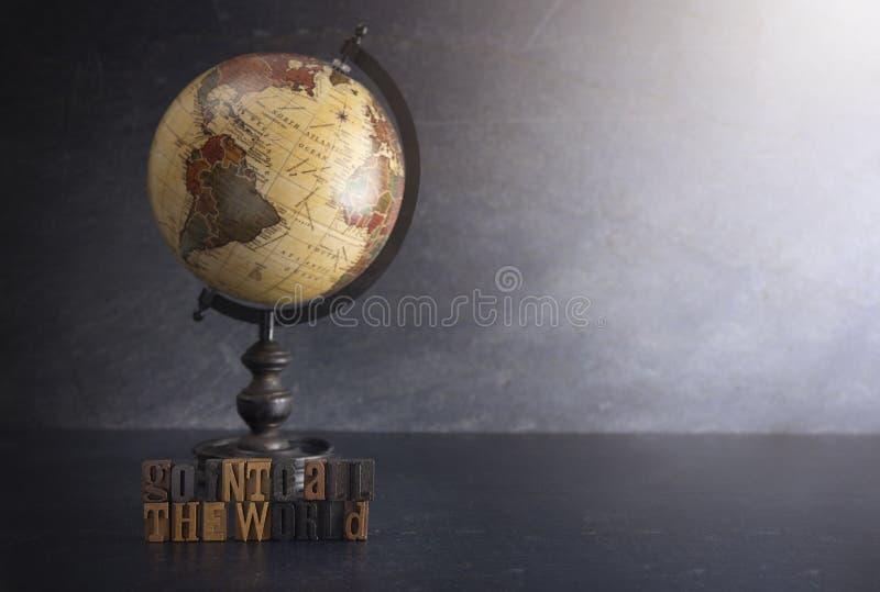Steigen Sie in die ganze Welt ein und sagen Sie dem Evangelium zu aller Schaffung stockbilder