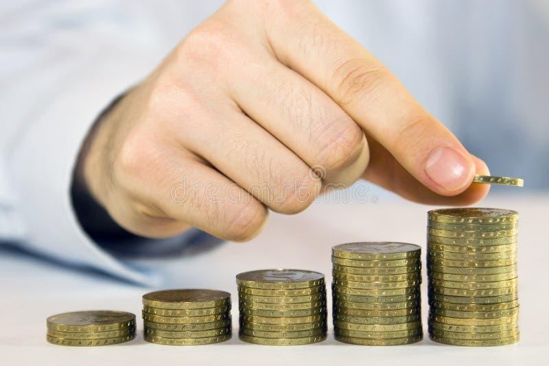 Steigende Münzen stockbild
