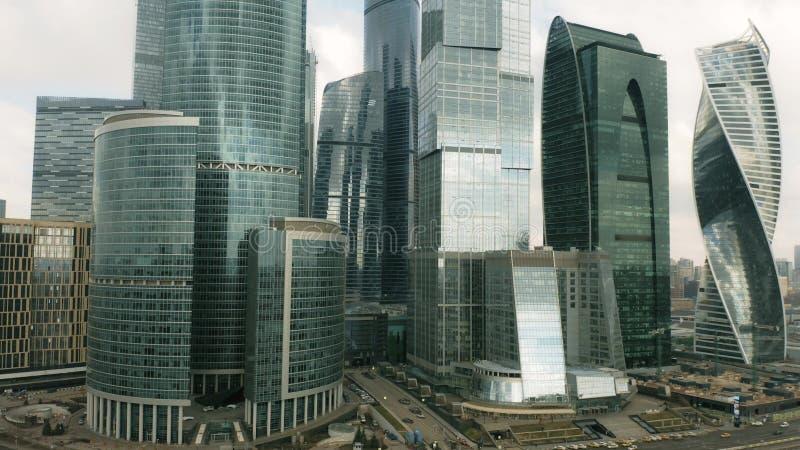 Steigender Luftschu? von modernen Wolkenkratzern innerhalb des Stadtbilds von Moskau, Russland lizenzfreie stockfotos