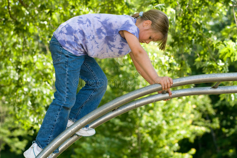 Steigendes Spielplatzspielzeug des Kindes. lizenzfreies stockfoto