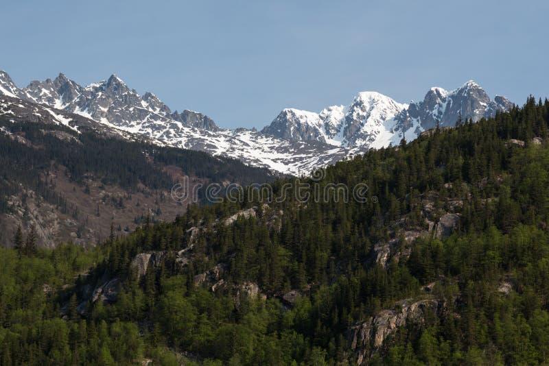 Steile bergen royalty-vrije stock afbeelding