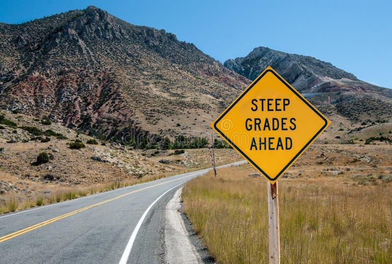 Steile Grad-Warnzeichen lizenzfreies stockbild
