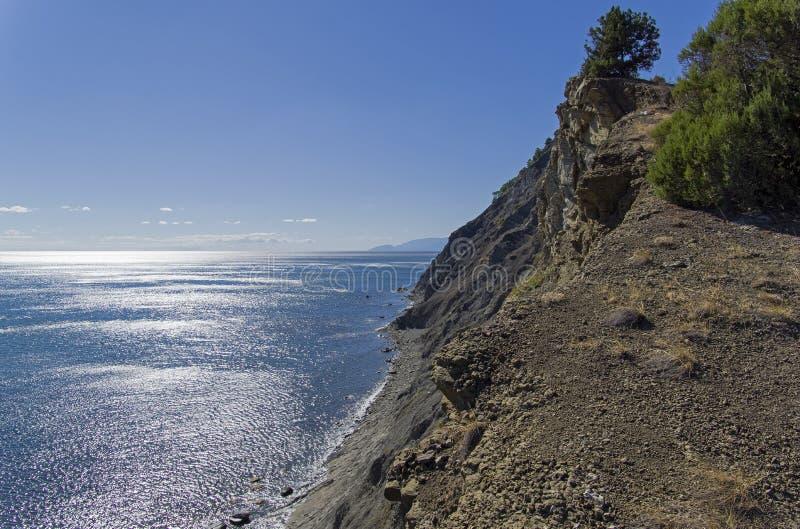 Steile Seeküste Krim stockbild