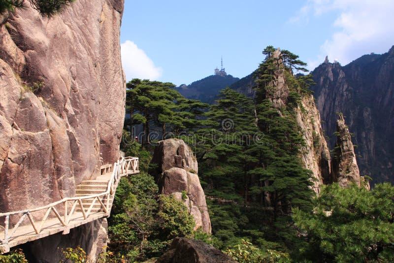 Steile Steinschritte Trekking, das Huangshan-Berg wandernd geht lizenzfreies stockbild