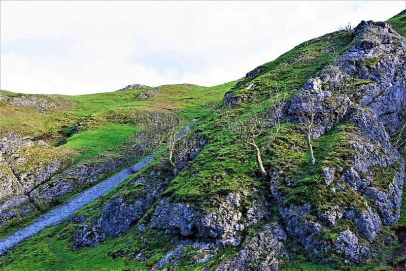 Steile trek op Thorpe Cloud, in Dovedale, Derbyshire royalty-vrije stock foto's