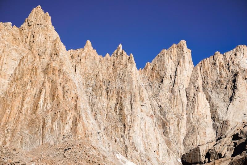 Steiler Berg, Mammutbaum-Nationalpark, Berg Whitney Trail, Ostsierra Berge, Kalifornien lizenzfreie stockbilder