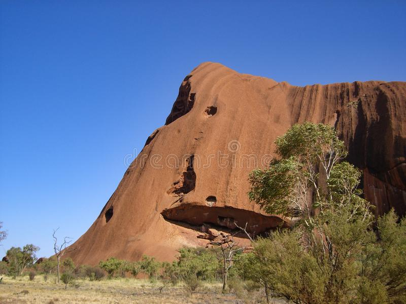 Steiler riesiger Felsen der speziellen Geologie stockbild