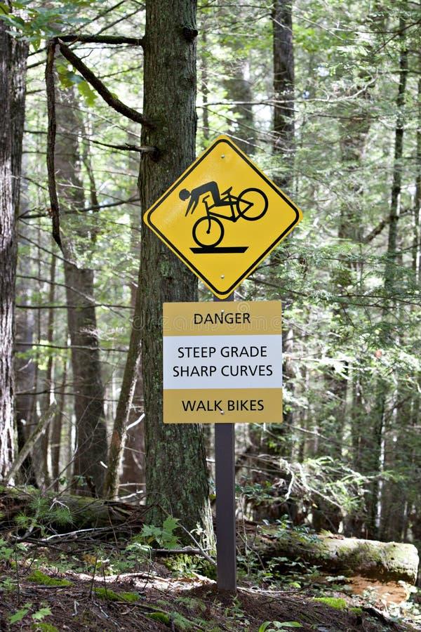 Steiles Gradzeichen für Radfahrer stockbilder
