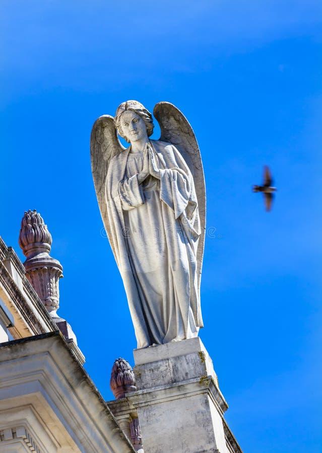 Stein-Angel Dove Basilica von Dame des Rosenbeetes Fatima Portugal lizenzfreie stockfotografie