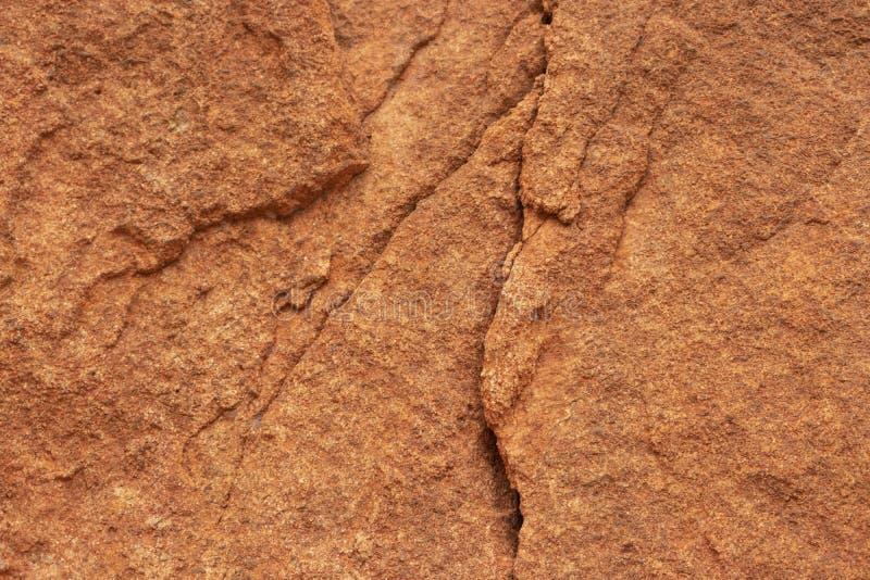 Stein knackt einzigartige Musterorange stockfotografie