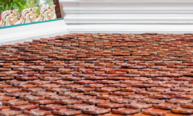 Stein kreuzt auf ein Dach der Kirche lizenzfreie stockfotos
