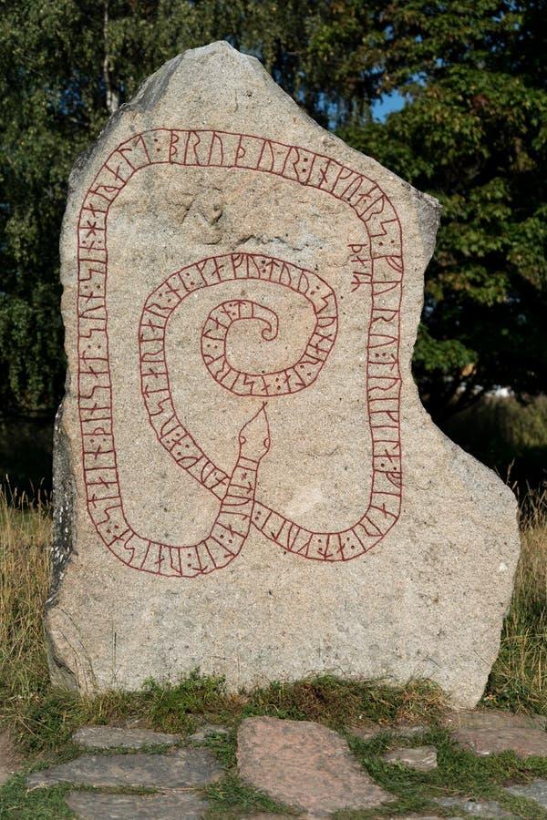 Stein mit Runen stockfotografie