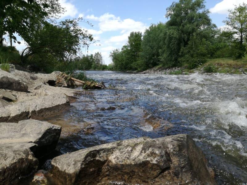 Stein und Fluss stockbilder