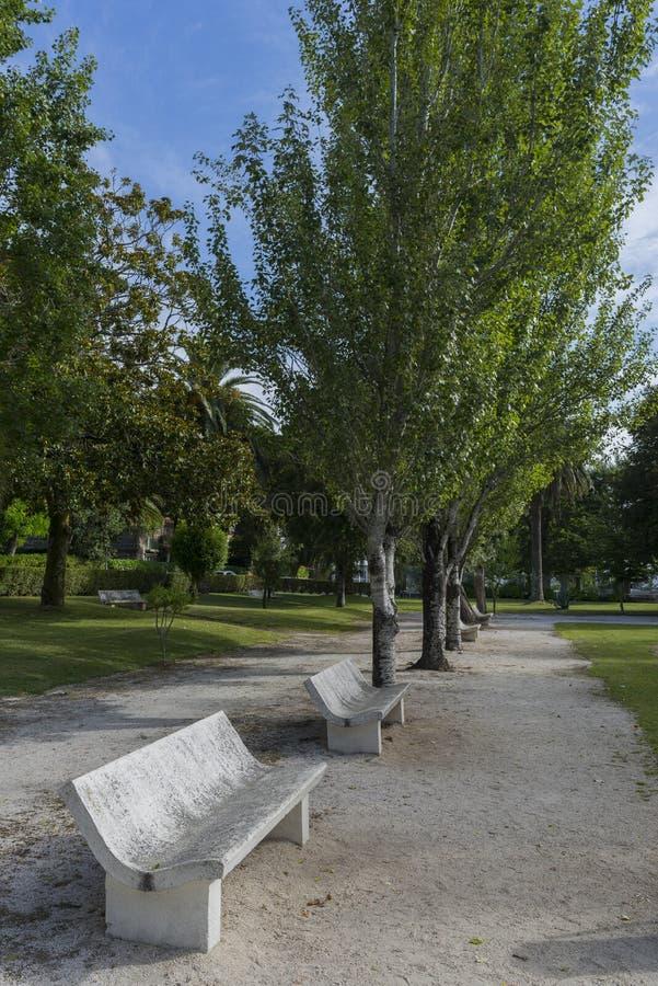 Steinbänke stockbild. Bild von stein, bänke, park, tranquility ...