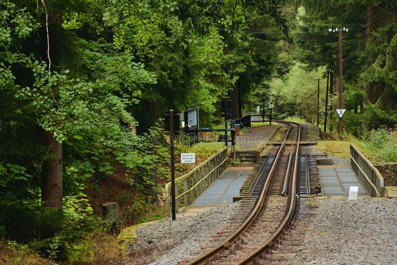 Steinbach Niemcy, Wrzesień, - 01, 2018: lasowa sztachetowa stacja wymieniał andreas w Pressnitz rzecznej dolinie w saxon kruszec obrazy stock