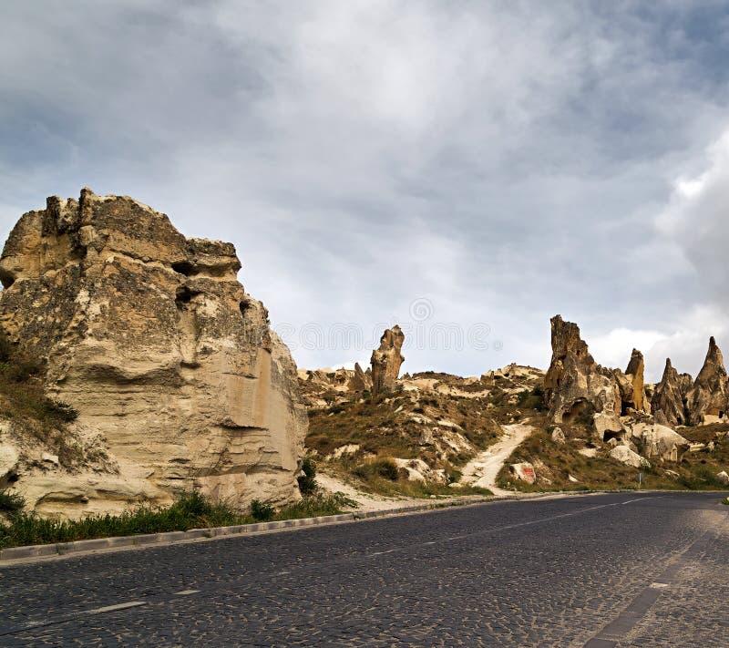 Steinbildungen in Cappadocia, die Türkei stockbilder