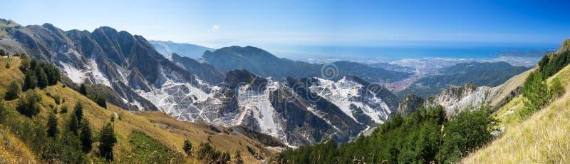 Steinbrüche von Carrara lizenzfreie stockbilder