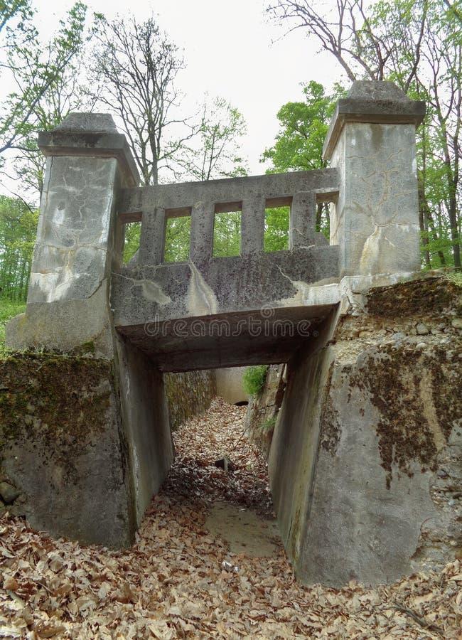 Steinbrücke auf der Querstraße - Maria Radna Franciscan Monastery - Lipova, Arad, Rumänien stockfotos
