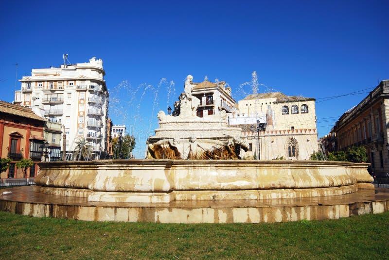 Steinbrunnen, Sevilla, Spanien. lizenzfreie stockfotos