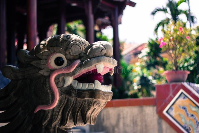 Steindrachestatuen in der langen Sohn-Pagode Nha Trang Vietnam lizenzfreie stockfotografie