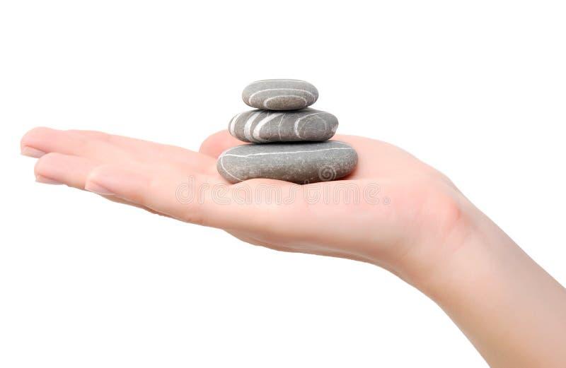 Steine auf einer Hand stockfotografie