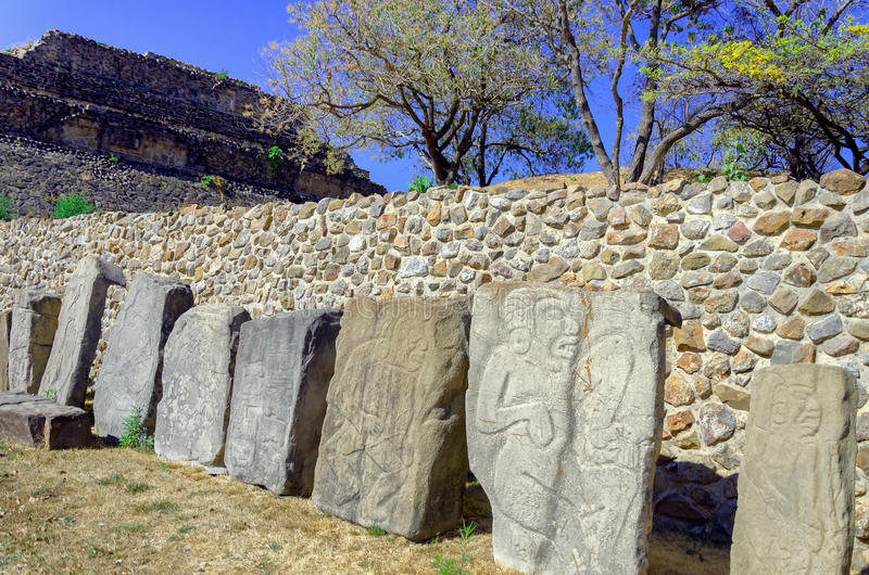 Steine der Tänzer in der Piazza in Monte Alban Ruins in Oaxa lizenzfreies stockfoto