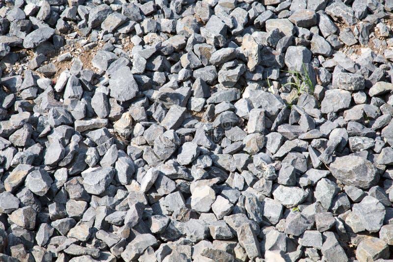 Steine des grauen Granits in der Masse stockfotos