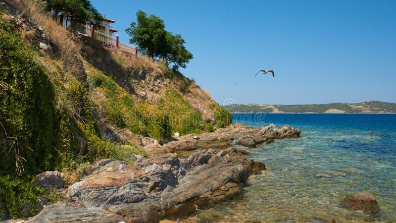Steine durch das Meer Ammouliani lizenzfreie stockfotografie