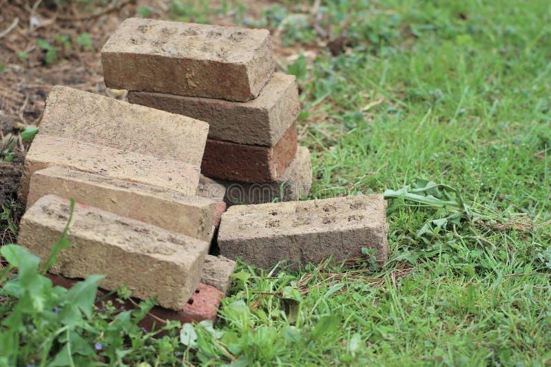 Steine im Garten lizenzfreies stockbild