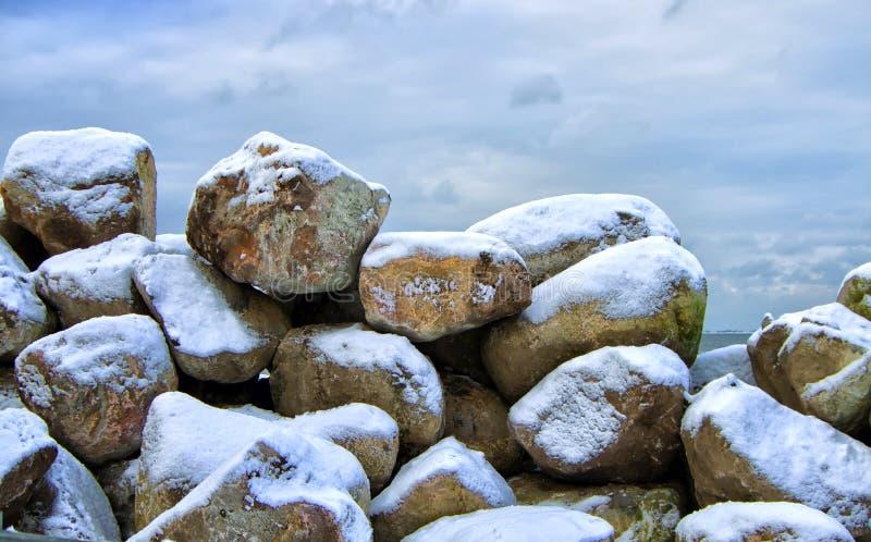 Steine im Winter stockfoto