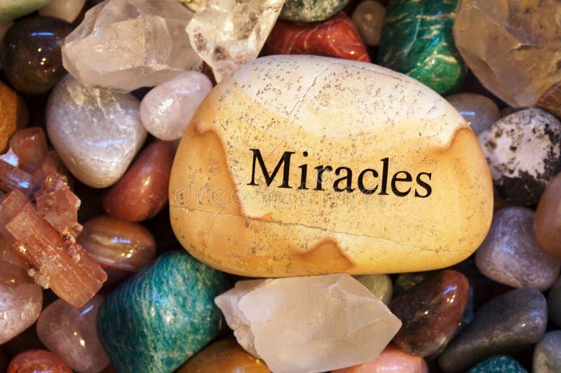 Steine, Kristalle, Felsen, mit Meldung lizenzfreie stockfotos