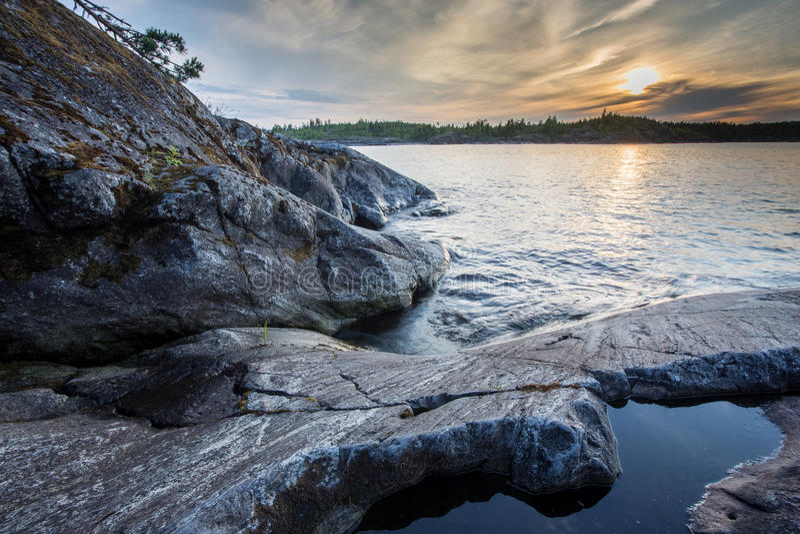 Steine am Ladoga See in Karelien stockbilder