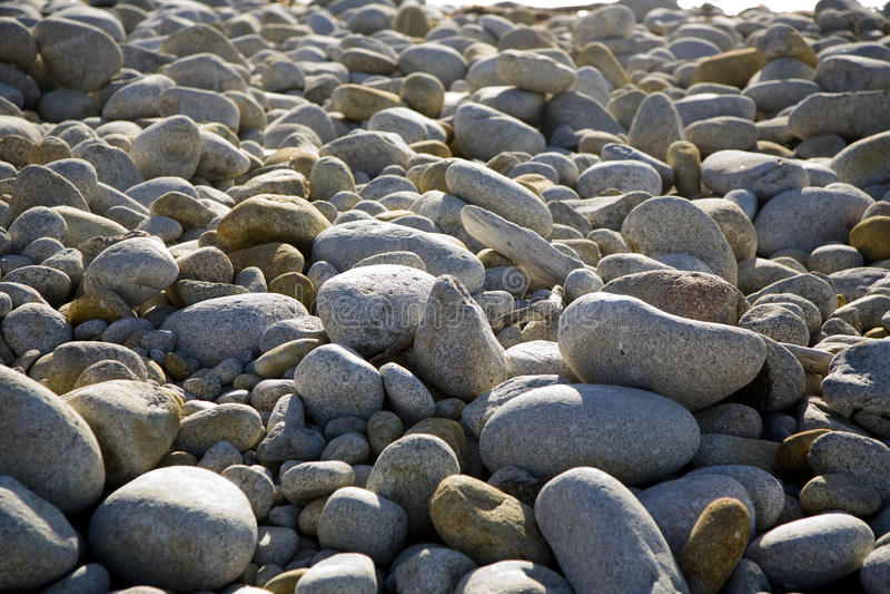 Steine am Strand in der Harmonie lizenzfreie stockfotos
