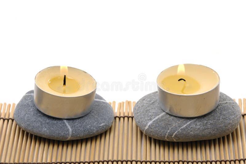 Steine und Kerze lizenzfreies stockbild