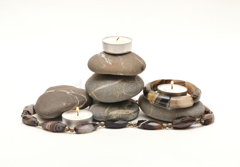 Steine und Kerzen stockbild