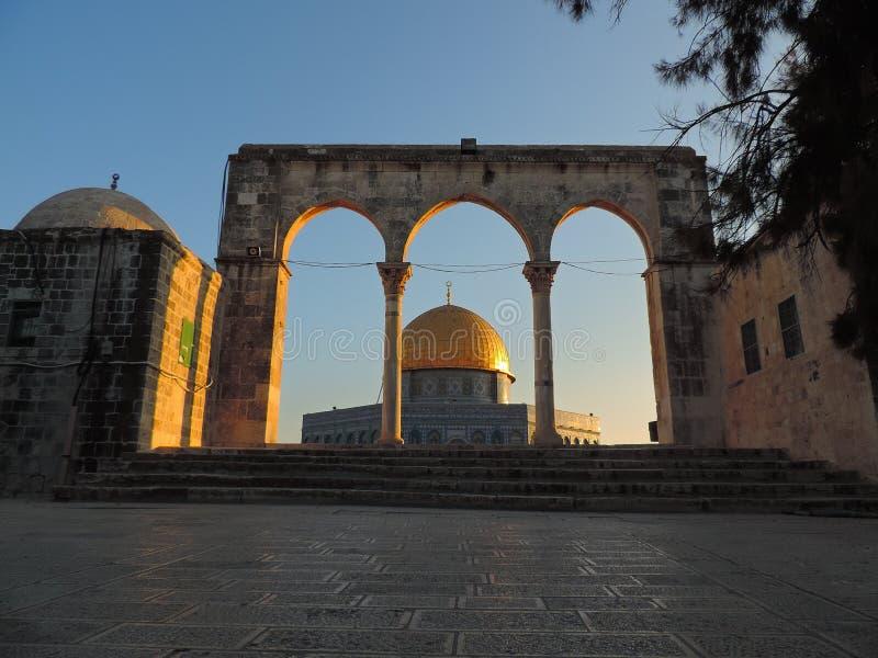 Steineingang und goldenes Grab der Al-Aqsamoschee, Jerusalem lizenzfreie stockfotografie