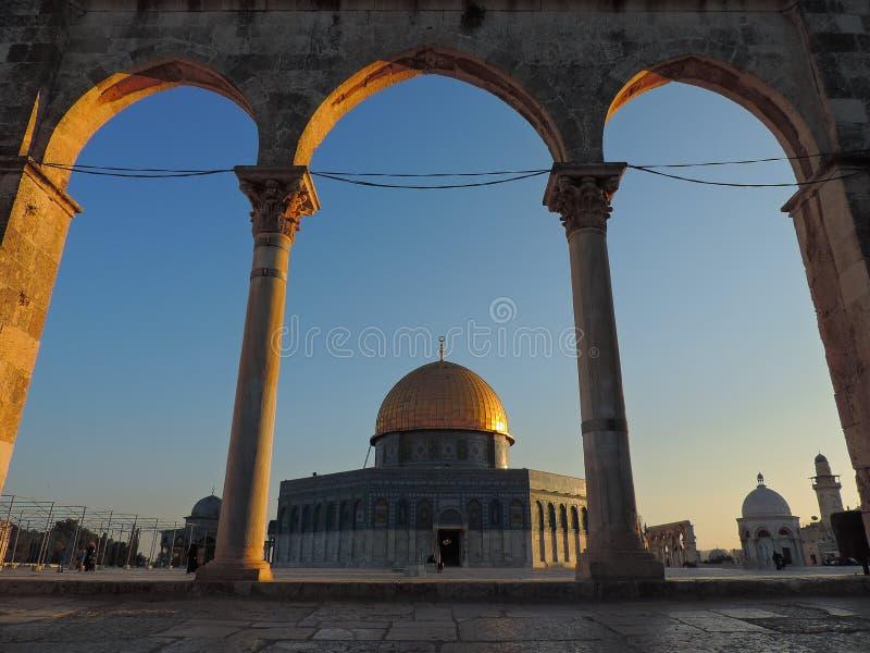 Steineingang und goldenes Grab der Al-Aqsamoschee, Jerusalem lizenzfreies stockfoto